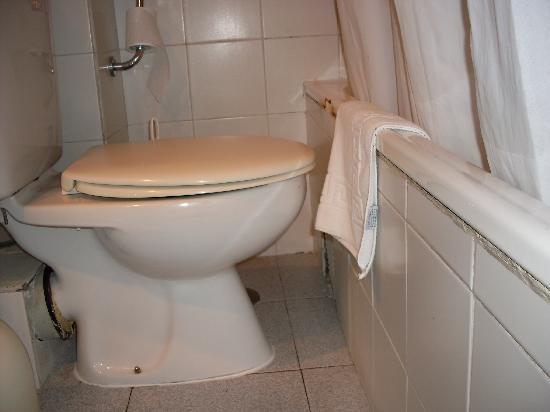 Ecuador Park Apartments: Toilet/Bath