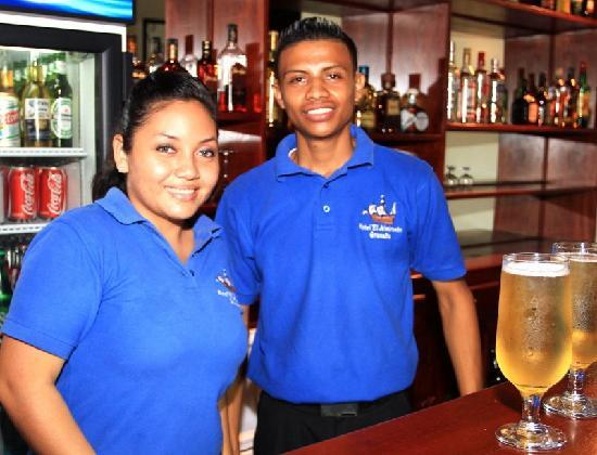 ‪‪Hotel El Almirante‬: Friendly bar staff‬