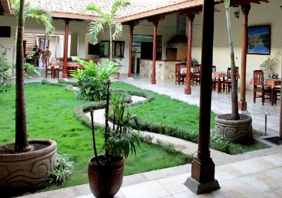Hotel El Almirante: Courtyard (dining area and restaurant kitchen in the background)