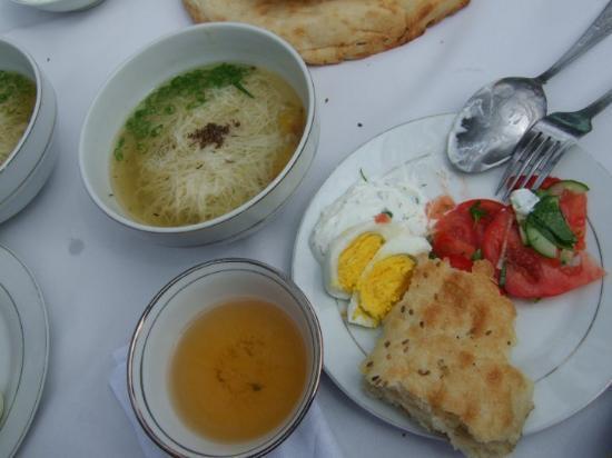 Shakhrisabz, Uzbekistan: We had salad, soup with vermicelle & sashlik (kebab).....& choy of cos.