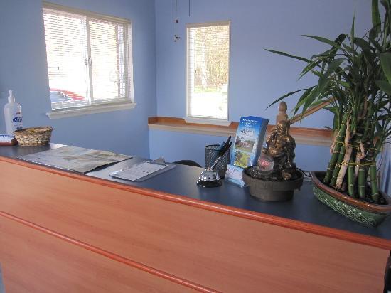 Wellington Inn: Office