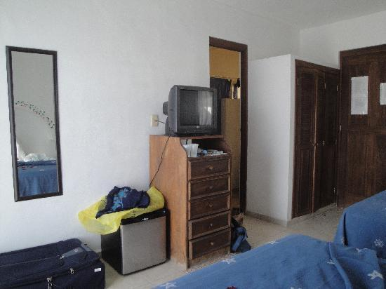 Koox Hotel Banana: Frigobar, espejo, cajonera, y televisor!