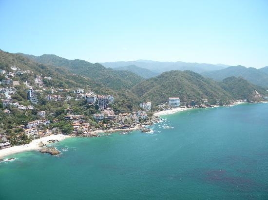 Hyatt Ziva Puerto Vallarta: View of resort: from me parasailing!!!
