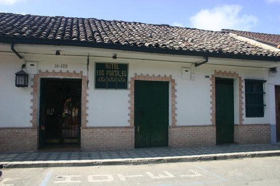 Hotel Los Portales: Hotel exterior