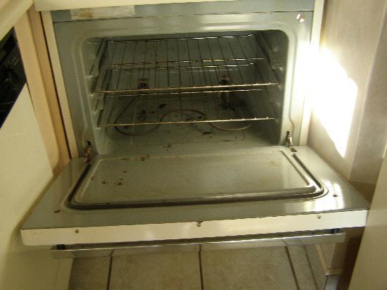 صن بيرد بيتش ريزورت باي ذا ريزورت كوليكشن: Dirty oven