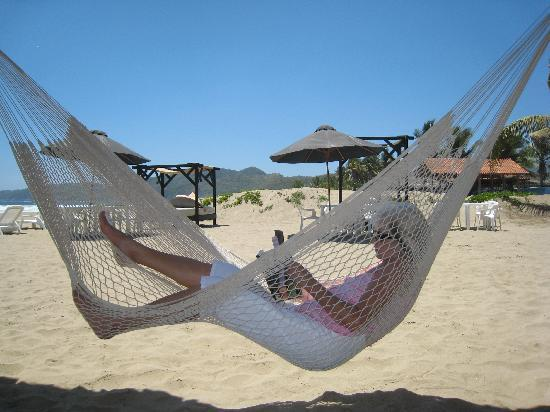 Splendidos Beach Club: Hammocks awaiting you