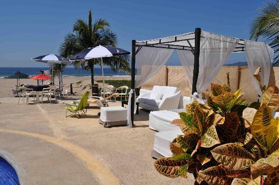 Splendidos Beach Club: More lounging opportunities