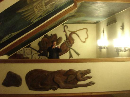 San Nicolas Hotel and Casino: Aztec insprired art