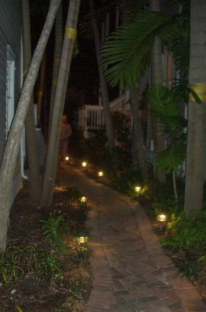 Tranquility Guesthouse : Garden Path