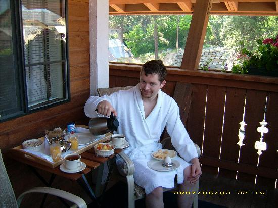 Hotel Pension Anna: A full Bavarian breakfast brought to us on a tray!