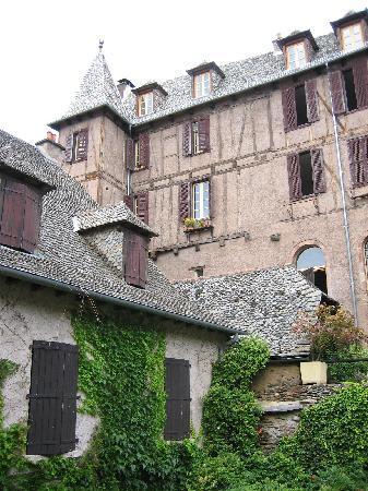 Conques, France: ホテル(上部)