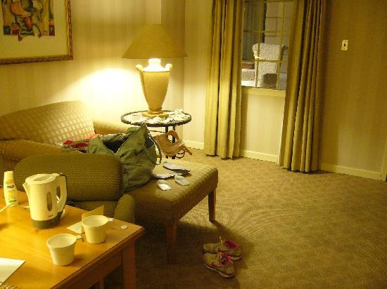 The Latham Hotel: Executive room (living room)