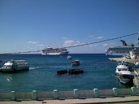 George Town, Grand Cayman: Downtown, Georgetown, Cayman Islands.