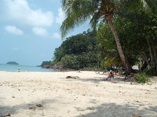 Little Eden Bungalows & Restaurant: The beach