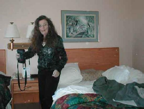 AmericInn Hotel & Suites Sheboygan: Me getting my camera