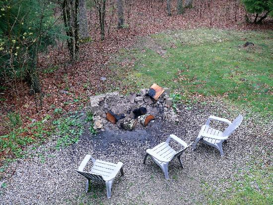 Buckeye Cabins: Firepit @ The Buckeye