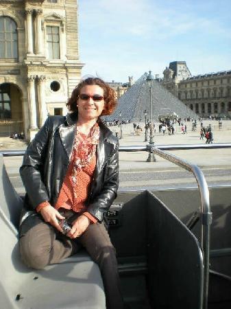 Open Tour Paris : Devant le Louvre