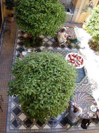 Riyad Al Moussika: il patio dove viene servita la colazione