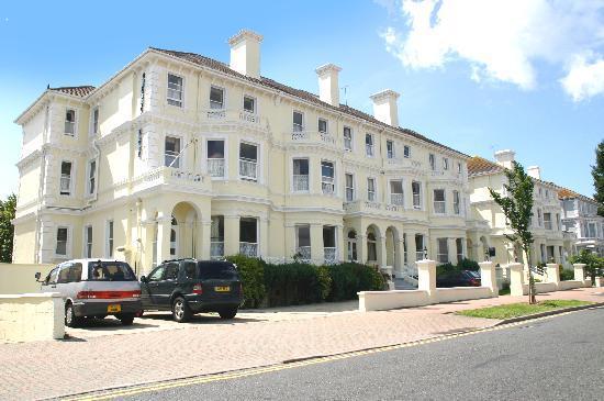 Congress Apartments: The Congress Hotel