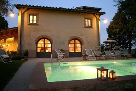Villa il Colto: swimming pool at night