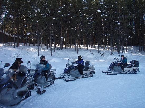 Kiruna Guidetur - Day Trips: the three of us on our snowmobiles