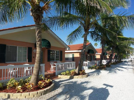 Blue Waters Beach Club Cottages Exterior
