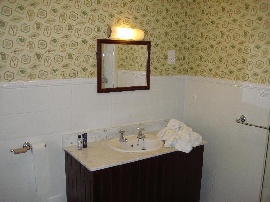 The Old Golf House Hotel Huddersfield: Wash basin