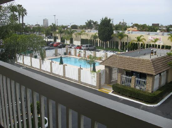 Ramada Costa Mesa/Newport Beach: The view when we opened the door to our room