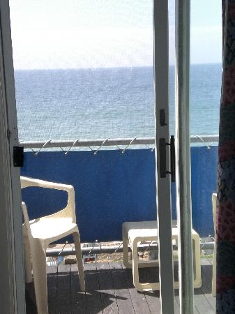 Pleasant View Inn: Little private balcony facing the ocean from our room.