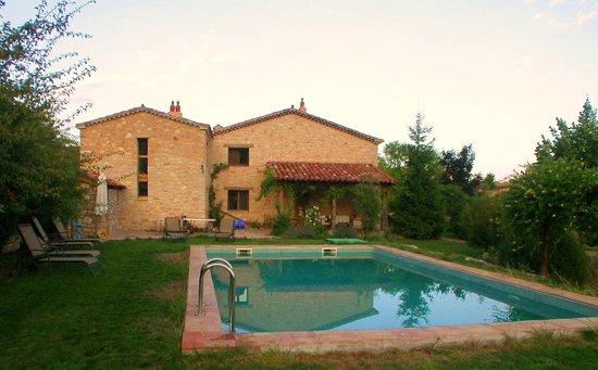Poyatos, Spanien: piscina casa rural