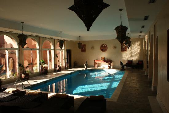 Kasbah Tamadot: The beautiful indoor pool at dawn