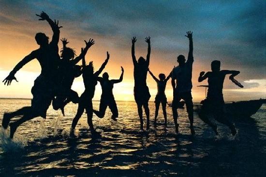 The Beachouse : sunset frisbee