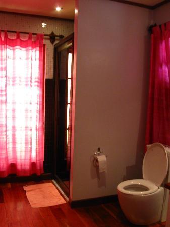 La Maison de Xanamkieng: bathroom