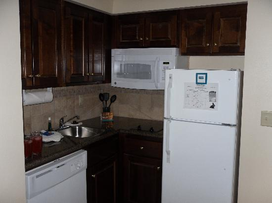 Staybridge Suites Akron-Stow-Cuyahoga Falls: kitchen