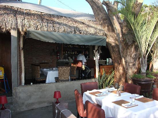 MEZZOGIORNO: Outdoor Bar Area