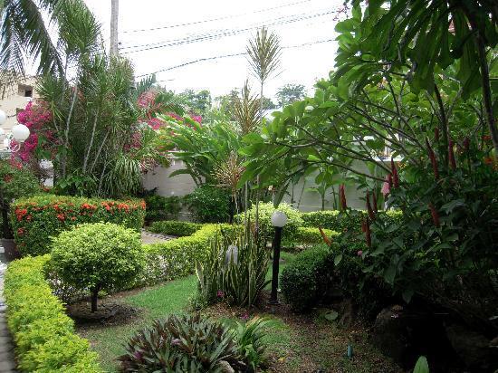 Villa Atchara: Beautiful garden