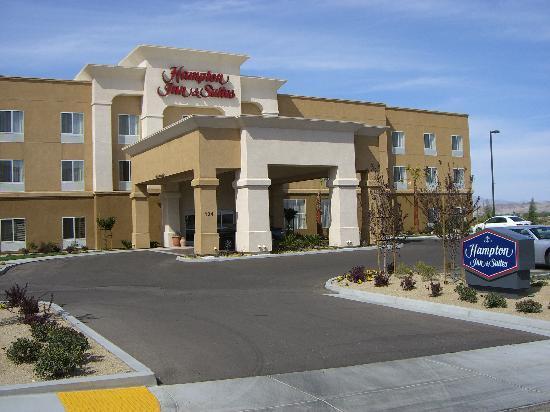 Hampton Inn & Suites Ridgecrest: The Hotel