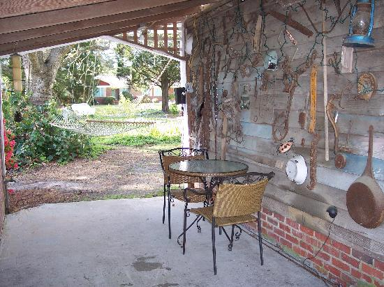 Big Mill Bed and Breakfast: Small breezeway