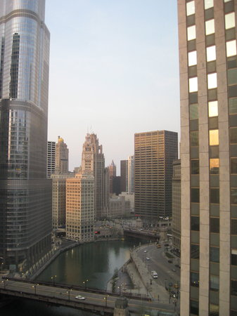 Renaissance Chicago Downtown Hotel: View from room of Chicago River towards Michigan Ave.