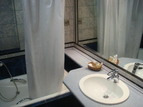 Centrotel Hotel: bath room