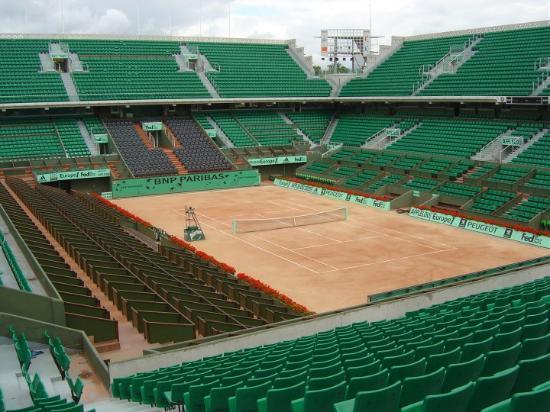 Stade Roland Garros: Roland Garros. La pista central. MEMORABLE como nos colamos Diego y yo. Que risas!!!!