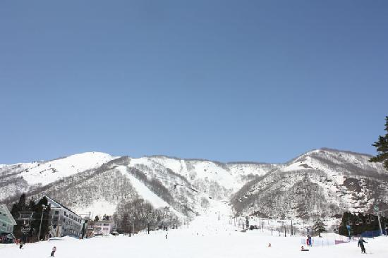 Aqua Alpine Hakuba: Ski field 300 meters away
