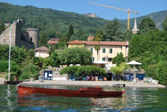 Baveno, Italien: La Ripa vista dal lago
