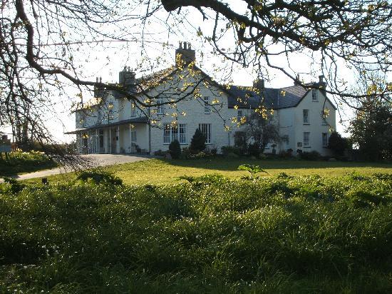 Plas Dinas Country House: Plas Dinas in the afternoon sunlight