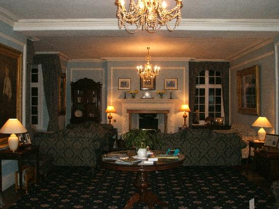 Plas Dinas Country House: The Drawing Room at night