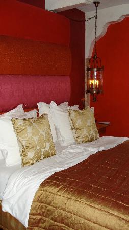 Boutique B&B Kamer01: Red Room Bed