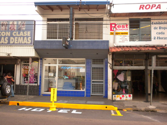 Hotel & Boutique Hojarascas : hotelansicht, klein und eher unscheinbar