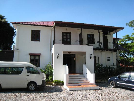 Basaga Holiday Residences : Front Entrance of Basaga