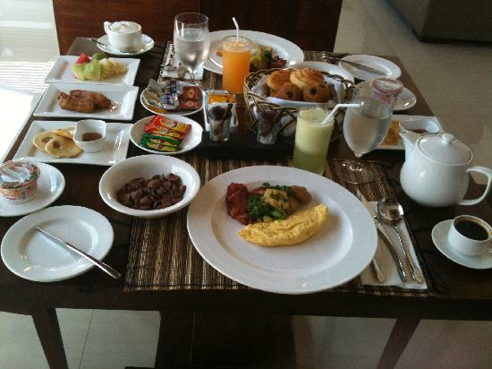 The Wolas Villas & Spa: breakfast with miserable ham and bacon