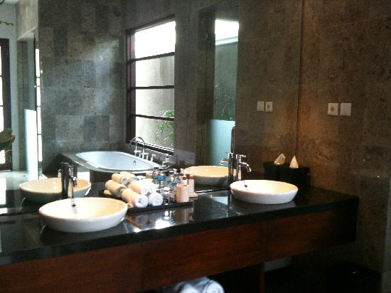 The Wolas Villas & Spa: nice bathroom